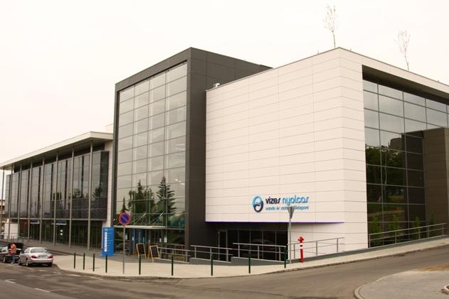 Szentendrei V-8 Uszoda és Szabadidő Központ